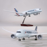 1/130 Scale 47cm Airplane Boeing B787 Dreamliner Aircraft American Airlines Model W Light and Wheel Diecast Plastic Resin Plane