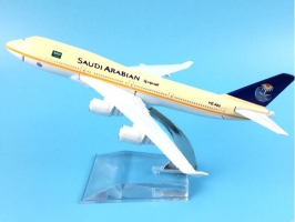 plane model Boeing 747-200 Saudi aviation aircraft  B747 16cm simulation airplane model for kids toys Christmas gift